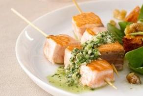 Lososové špízy so salsou verde