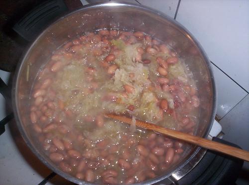 Kapustnica s fazuľou a údeným mäsom