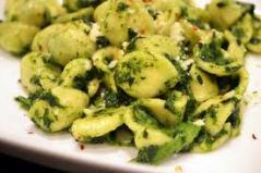 Orecchiette s brokolicou a paradajkami